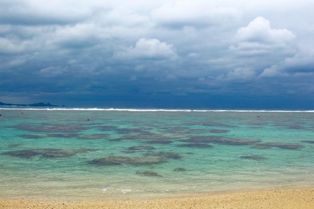 9. 美しいホワイトサンドが一面に広がる「米原ビーチ」