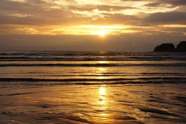 11.由比ガ浜の浜辺で夕涼み