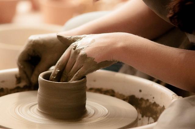 作った陶器を持ち帰れる「彩泥窯」