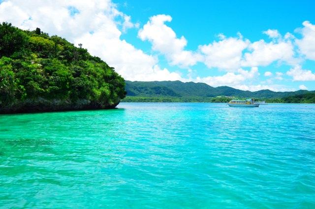 10. 日本百景にも選ばれた石垣島の人気観光スポット「川平湾」