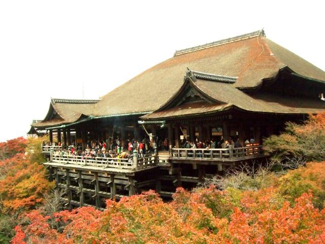 1. あの有名な舞台から絶景の景色を眺める「清水寺」
