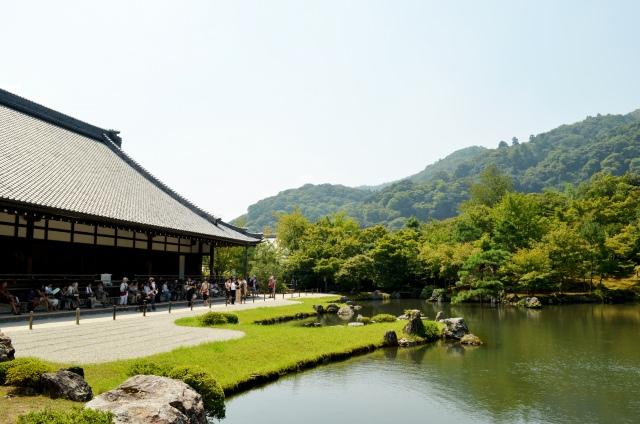 5. 枯山水の石庭は必見の美しさ「龍安寺」