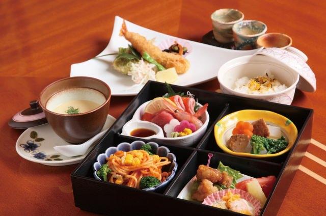 懐石料理や寿司も体験できる「一二三庵」
