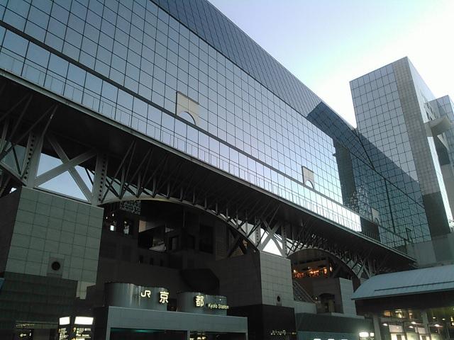 京都駅は京都では珍しい巨大な現代建築