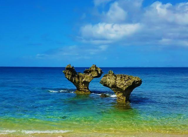 2. ハートロックが有名な「ティーヌ浜」