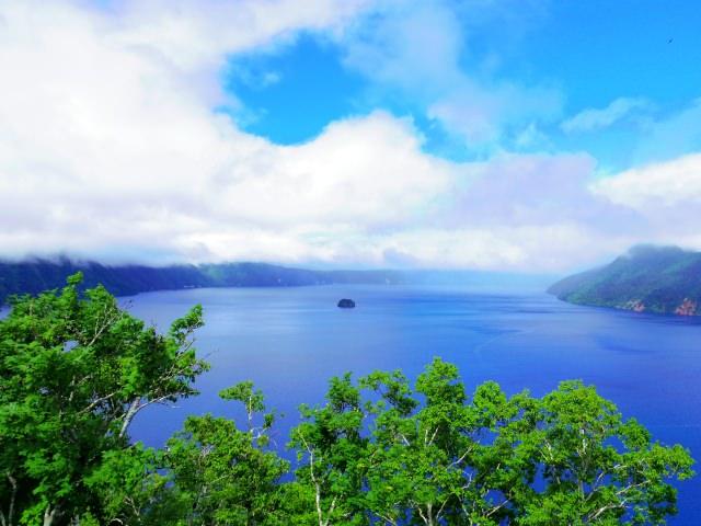 8. 日本一透明で美しい「摩周湖」