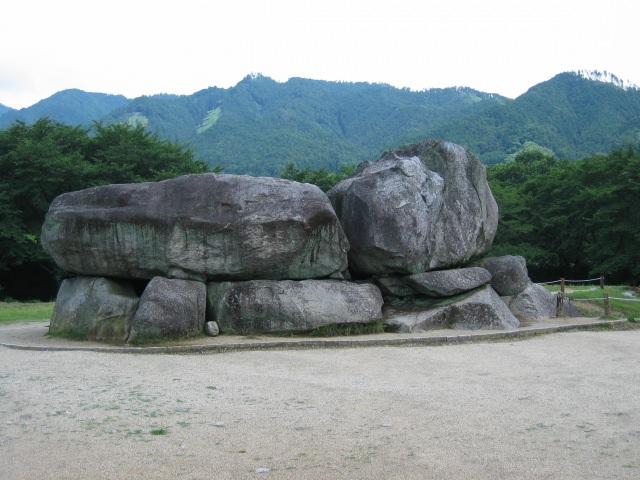 2. 1000年以上の歴史を持つお墓の「石舞台古墳」