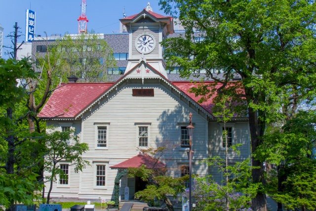 10. 街のシンボルにもなっている「札幌市時計台」は必見!