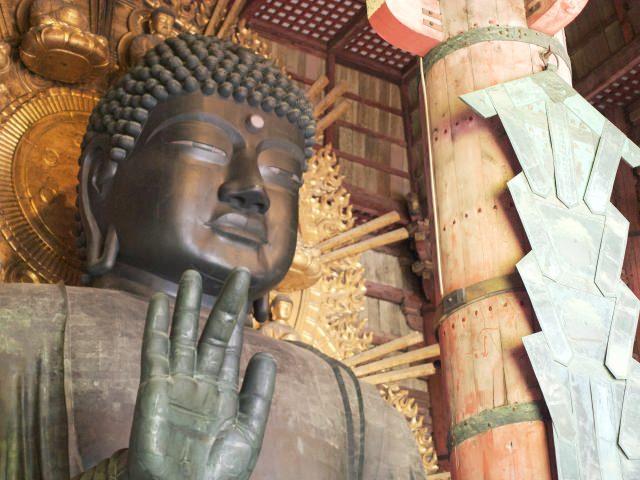 10. あの有名な大仏が圧巻の迫力を放つ「東大寺」