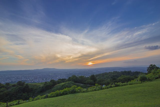 4. 山頂からは絶景の美しい景色が広がる「若草山」