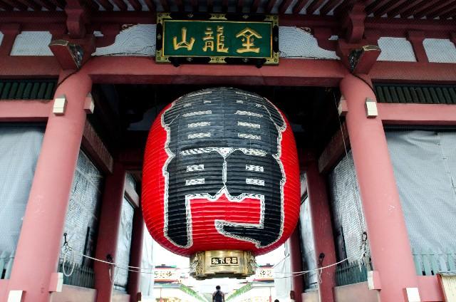 1. 浅草のシンボル的存在といえば「雷門」