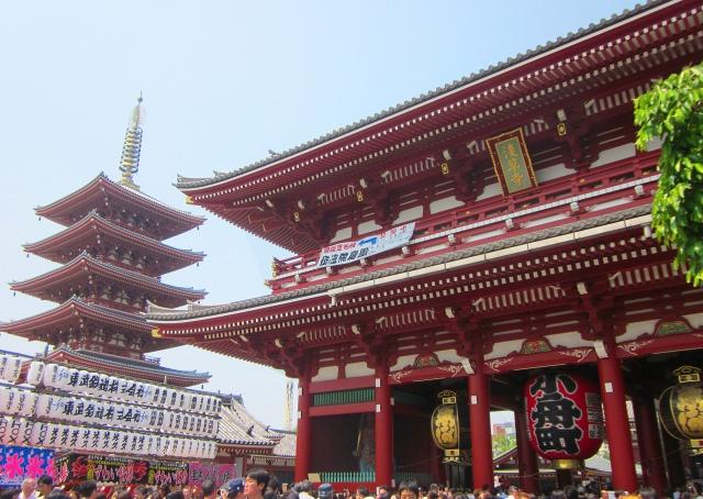 2. 大きなわらじが目印の「宝蔵門」