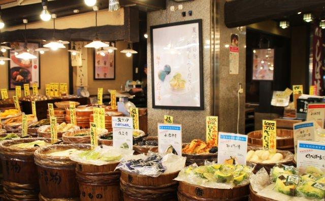 錦市場では食べ歩きがオススメ!