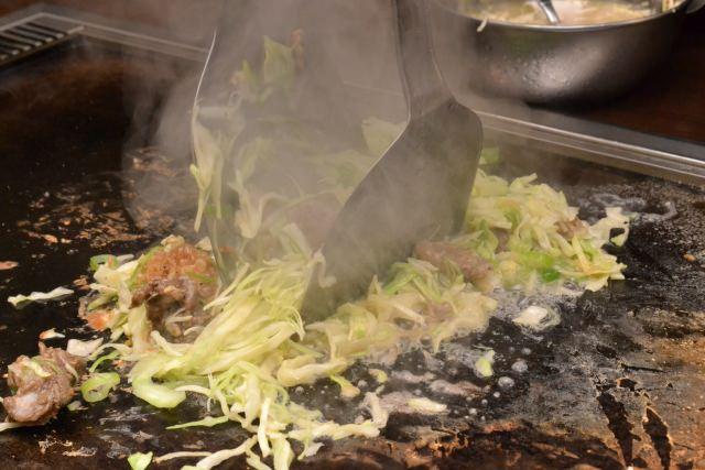 6. ทสึคิชิมะมอนจะ ย่างเองกินเองอาหารแห่งจิตวิญญาณประจำโตเกียว