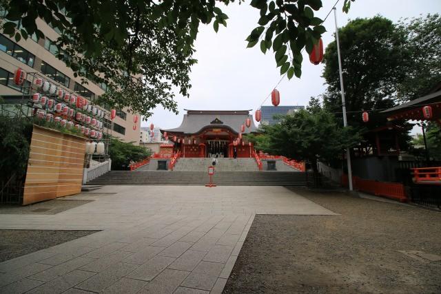 4. 催し物で賑やかな「花園神社」