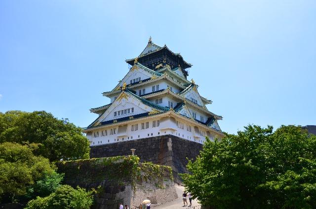 2. 大阪の町にある歴史的観光スポット「大阪城」