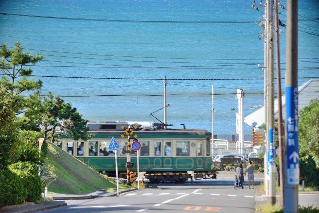 1. 多くのドラマのロケ地として使われている絶景スポット「江ノ電鎌倉高校前駅」