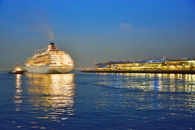 10. 360度の夜景が楽しめる場所!「横浜港大さん橋国際客船ターミナル」