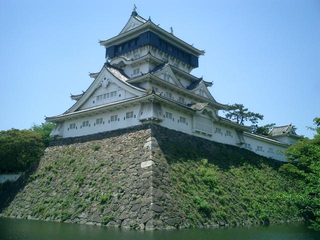 2. 美しい景色とともにみる日本の城「小倉城」