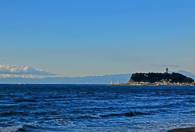 10. 富士山を眺められる絶好の眺望ポイント「七里ヶ浜海岸」