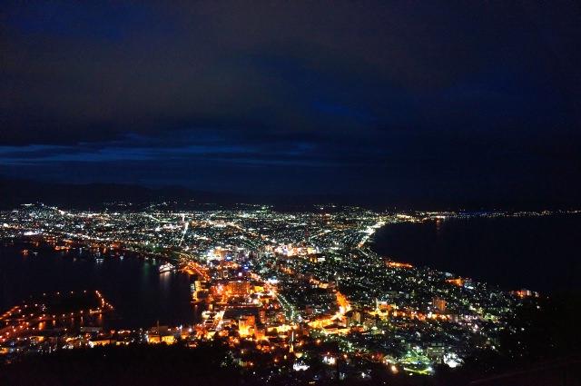 1. 山頂からの夜景に心奪われる名スポット!「函館山」