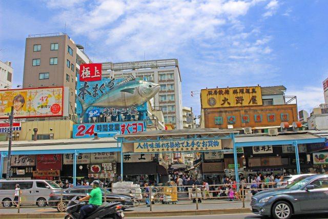 1. 東京で朝観光するといったらまずはここ!「築地市場」