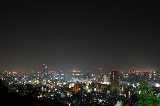 9. 神戸の中心部からアクセスしやすい夜景スポット!「ビーナスブリッジ」