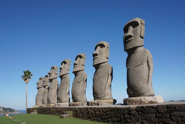 4. イースター島の石像モアイ像と記念撮影を!「サンメッセ日南」
