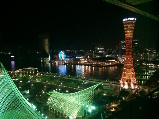 3. 360度回転する喫茶店からの夜景!「神戸ポートタワー」