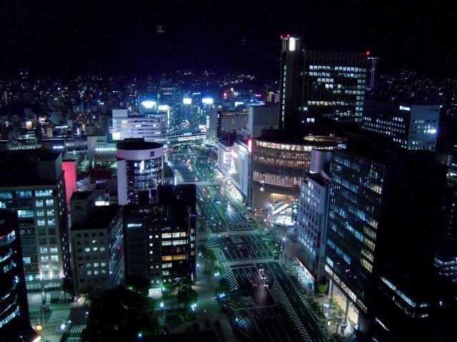 1. 無料で夜景が見れるスポット「神戸市役所1号館24階展望ロビー」