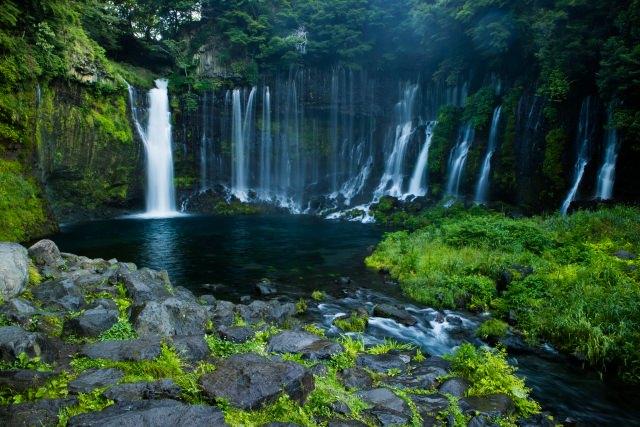 5. 静岡が世界に誇るまるで糸のように美しい滝「白糸の滝」