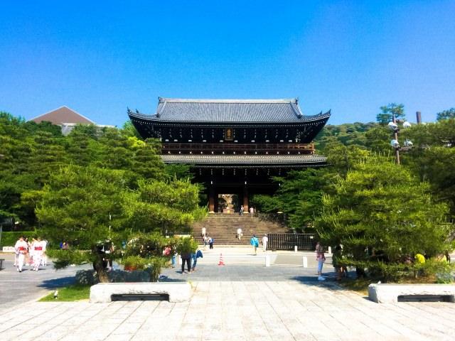 6. 日本最大級の山門「三門」のある「知恩院」