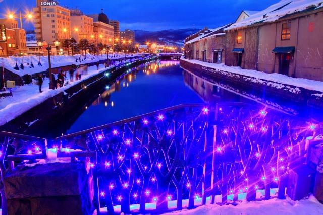 2. 運河の水面に反射された光が幻想的「小樽運河」
