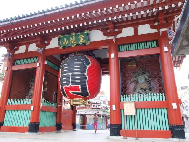 4. テレビでおなじみの雷門で記念撮影!「浅草寺」