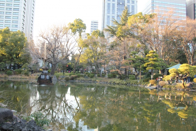 10. Strolling and appreciating the changing colours casually[Hibiya Park]