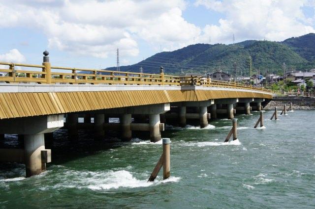 3. 日本三古橋のひとつ!歴史感じる「宇治橋」