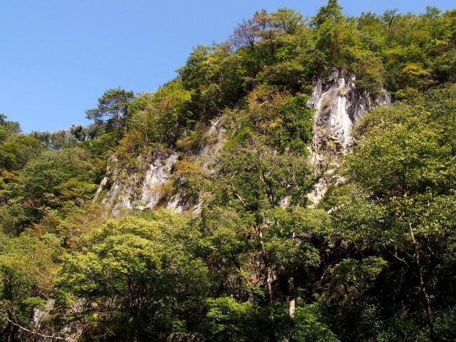3. 舟下りでゆったりと景色を眺める岩手の観光スポット「猊鼻渓」