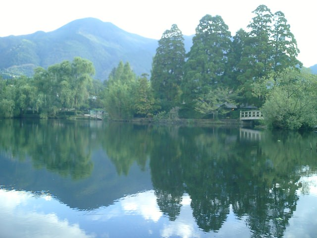 1. 美しい自然の世界へ。「金鱗湖」