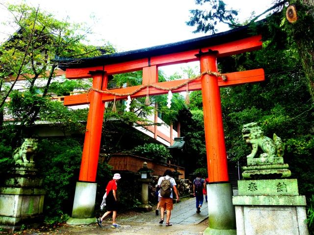 6. 巨石に小石を乗せると願いがかなう?「宇治神社」