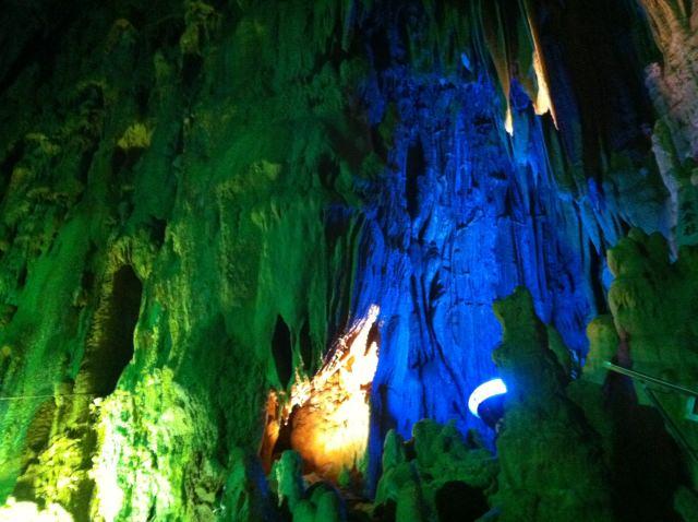 7. 幻想的な空間が広がっている。福島観光では外せない「あぶくま洞」