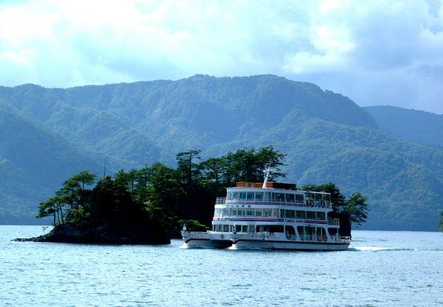 2. 雄大な自然に出会える秋田の観光スポット!「十和田湖」