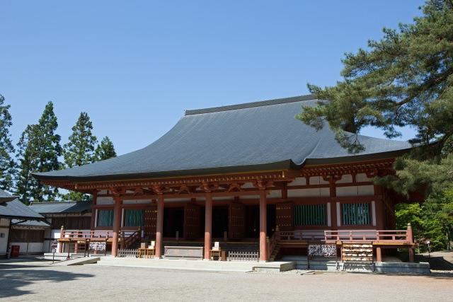 2. 美しく広大な庭園が魅力。岩手県を代表する観光スポット「毛越寺」