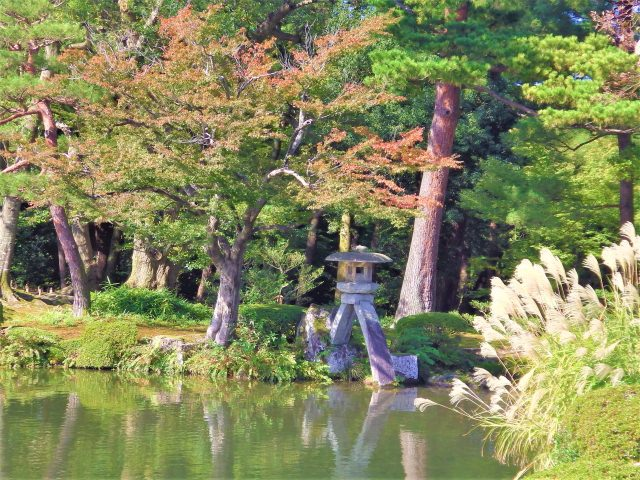 1. 三大庭園のひとつ。石川県でココの紅葉は見逃せない「兼六園」
