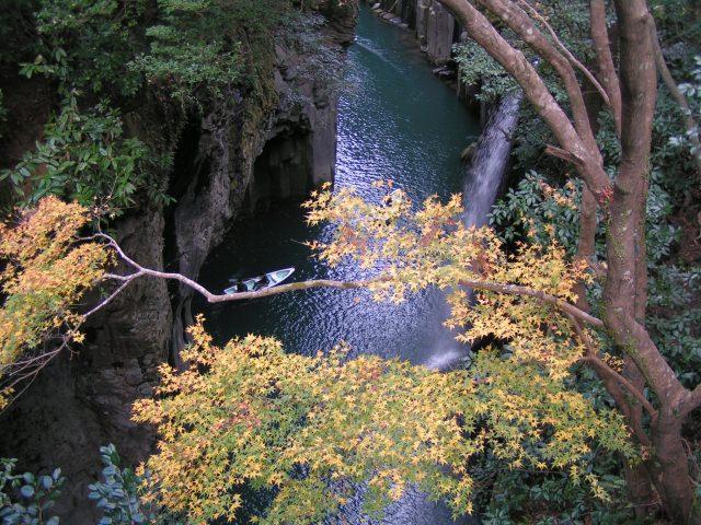 8. その美しさはまさに絶景。秋の紅葉も必見!「高千穂峡」