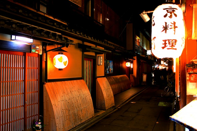 8. 京都の風情を存分に堪能できる夜ご飯スポット!「先斗町」