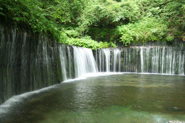 4.美しい自然の風景。軽井沢で人々を魅了するスポット「白糸の滝」
