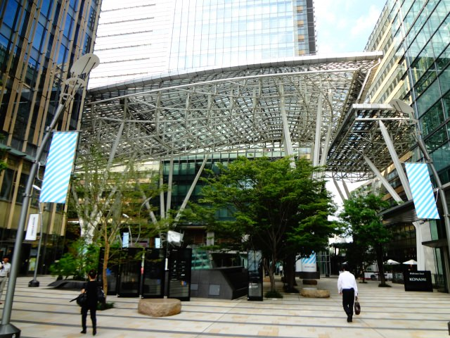 4. 幻想的なイルミネーションも魅力のショッピングスポット!「東京ミッドタウン」