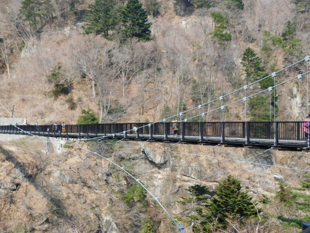 3. The spot from where you can command a view of the natural beauty! The suspension bridge over the river Kinugawa [Kinutateiwa Ohtsuribashi]