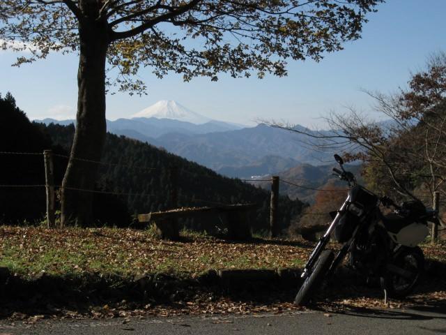 7. 甲府盆地の夜景を楽しむ「和田峠 見晴らし広場」