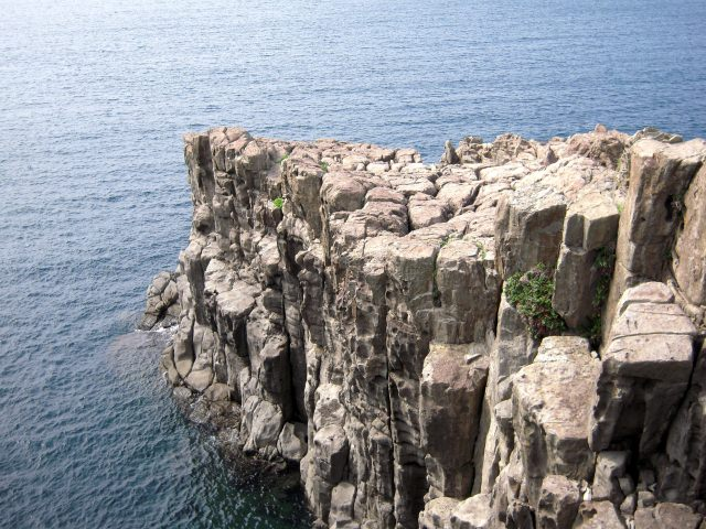 4. 日本海沿岸に広がる絶景。福井で見るべき景色「東尋坊」